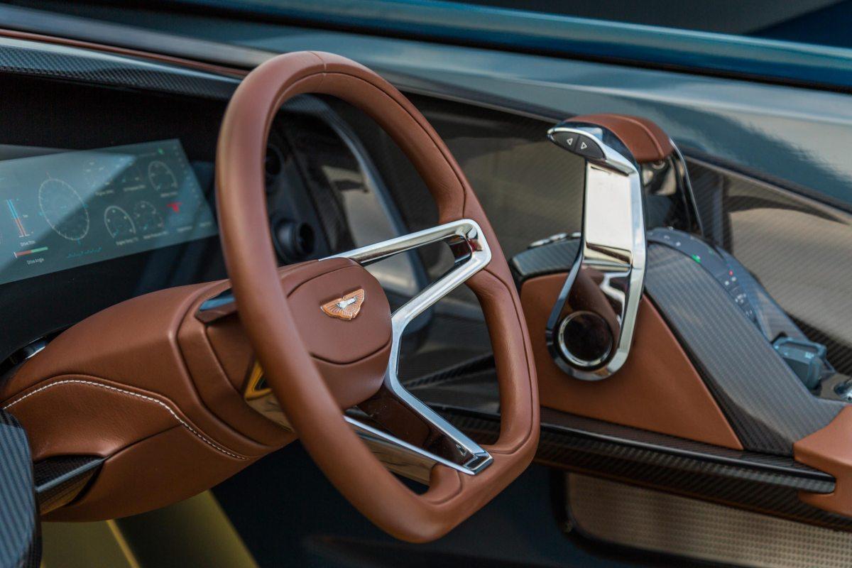 Detalles de diseño y confort en la Lancha Aston Martin AM37