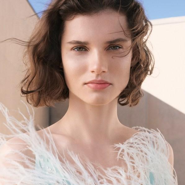 GIVENCHY-Prisme-Libre-Skin-Caring-Glow-Foundation---Model