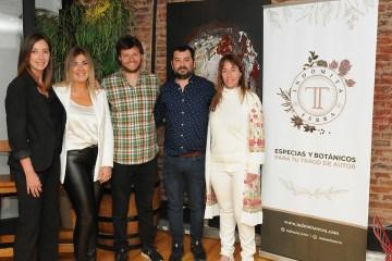 Indómita Terra, presentó en Rosario sus especias, botánicos y flores
