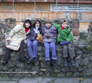 Archaeologischer-Garten-Kinder_front_magnific