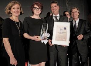 Dorint Oskar 2015: Erfolgreiche Nachwuchsköchin Oskar-Gewinnerin Julia Brockmann (2. von links) mit Dorint Personaldirektorin Andrea Fell, Jury-Vorsitzenden Andreas Haas und Dorint Geschäftsführer Olaf Mertens (von links).