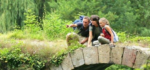 Eine Familie, sucht neue Reiseziele