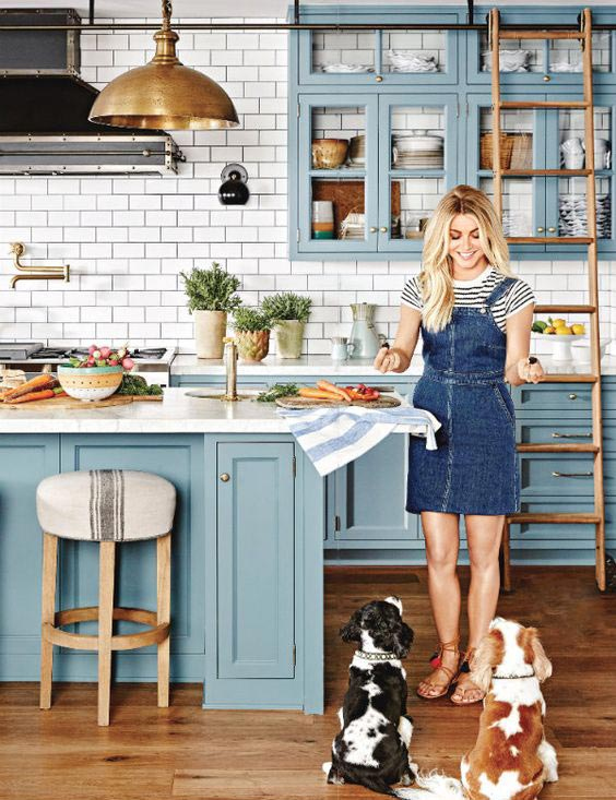 kitchen rug runners popular flooring 顶级10最时尚和鼓舞人心的 迷你 蓝色厨房 蓝色厨房橱柜 stardew sherwin williams paint颜色