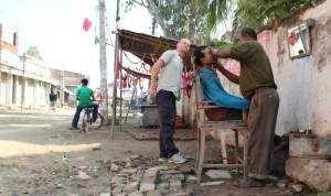 Janakpur Pete admires barber7750