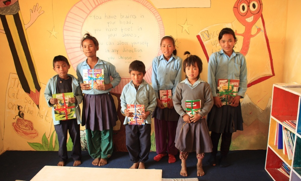 Khumveshwori Star Readers with their prizes posing for a group photo.