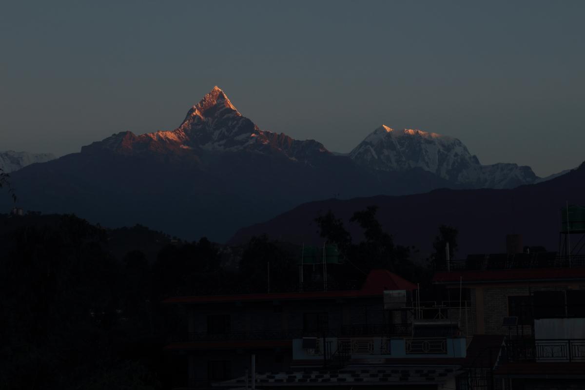 tihar-sunrise-over-annapurna-9778