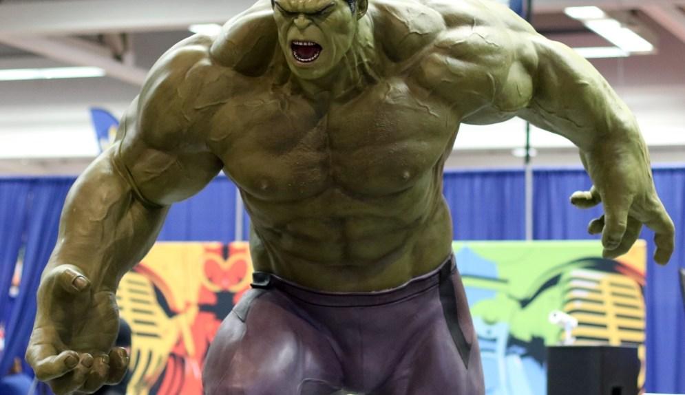 Incredible Hulk Statue - Wizard World Sacramento 2017