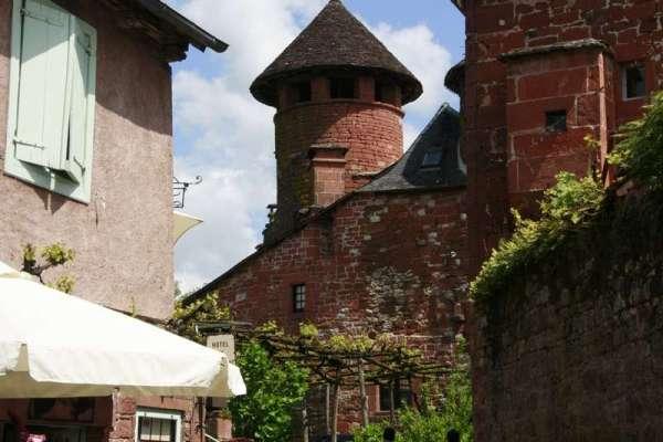 Collonges-la-Rouge-doorkijkje-restaurant