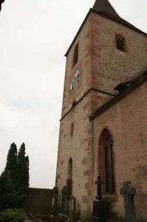 Kerktoren van het kerkje in Hunawihr in de Elzas, Frankrijk