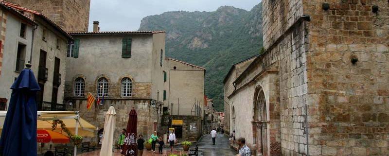 Terrasje in villefranche-de-conflent een dorpje in Frankrijk