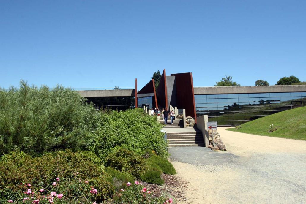 Ingang van het museum van Oradour-sur-Glane in Frankrijk