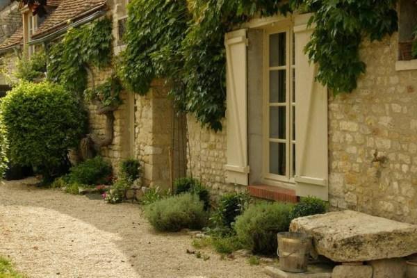 Tuin van een vakantiehuisje even ten zuiden van Parijs
