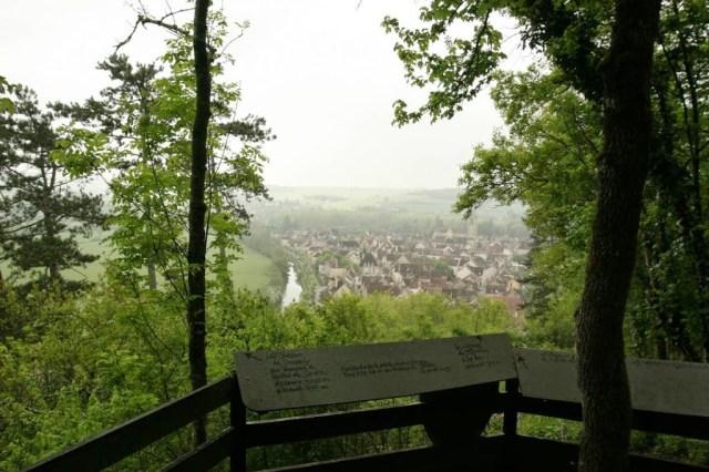 Uitzichtpunt bij Noyers sur Serein in Bourgondië, Frankrijk