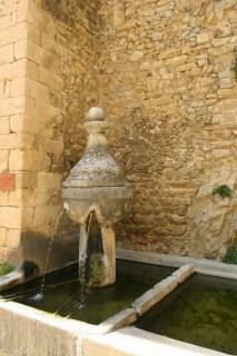 Fontein in Montbrun-les-Bains in de Drôme, Frankrijk