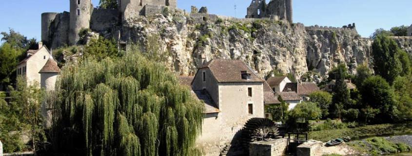 Angles-sur-l'Anglin-dorp-Frankrijk-watermolen-kasteel_Jochen-Jahnke-via-Wikimedia-Commons