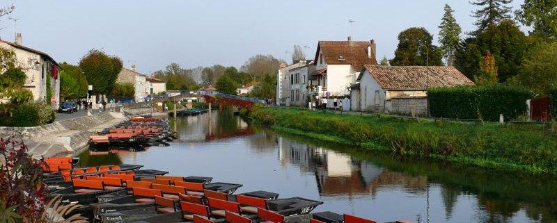 coulon-Deux-Sèvres-dorp-frankrijk-cc-dynamosquito