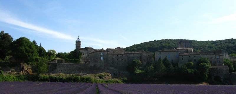 monclus-lavendel-gard-frankrijk-kerk-cc-missusdoubleyou