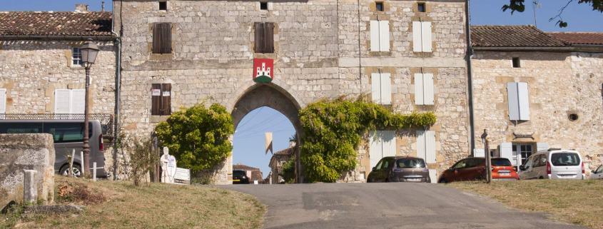 De poort aan het zuidkant van het dorp Monpazier
