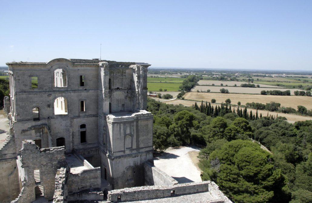 Uitzicht op de abdij van Montmajour vanaf de toren