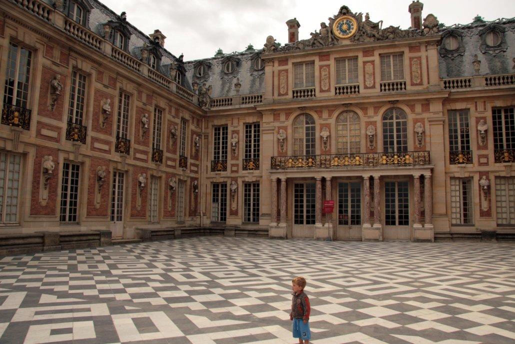 De voorgevel van het kasteel van Versailles waar de koninklijke slaapkamers zijn