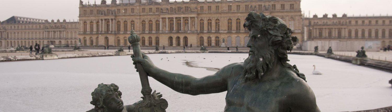 Het beeld Rhône op het terras in de tuin van het paleis van Versailles