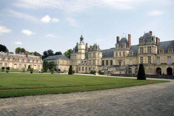 Het kasteel van Fontainebleau vlakbij Parijs