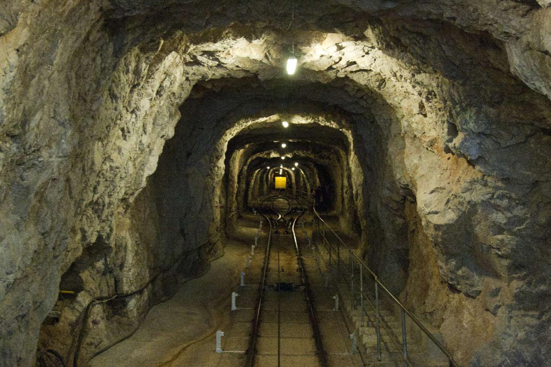 Treintje naar de ingang van de Grotte des Demoiselles