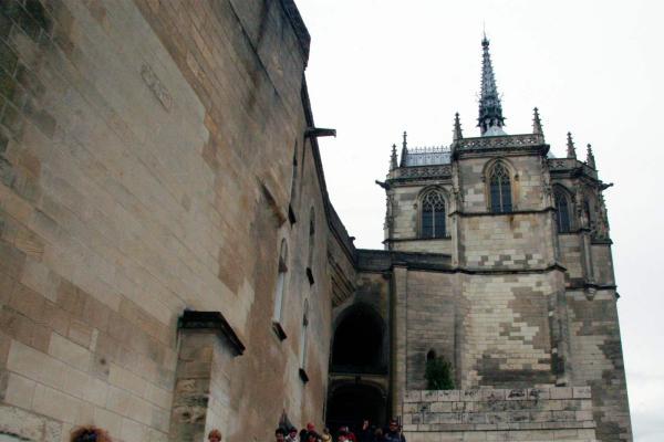 De hoofdingang van het kasteel van Amboise
