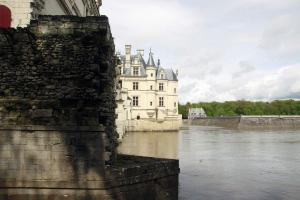 Het kasteel gezien van de andere oever