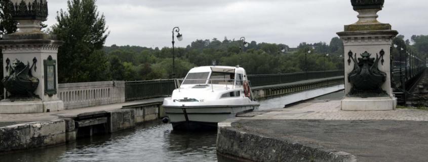 Bootje op de Pont Canal de Briare