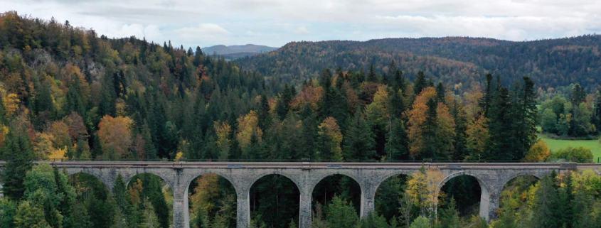 Treinviaduct in de Jura in het westen van Frankrijk