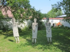 374_03 De tre gratier i Pezinok