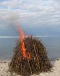 Den første ild - et par klude med benzin hjalp godt til