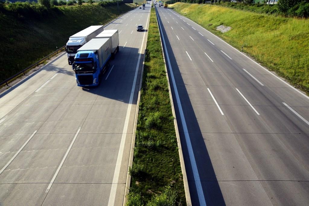 Trucks-transport-Dos Aguas