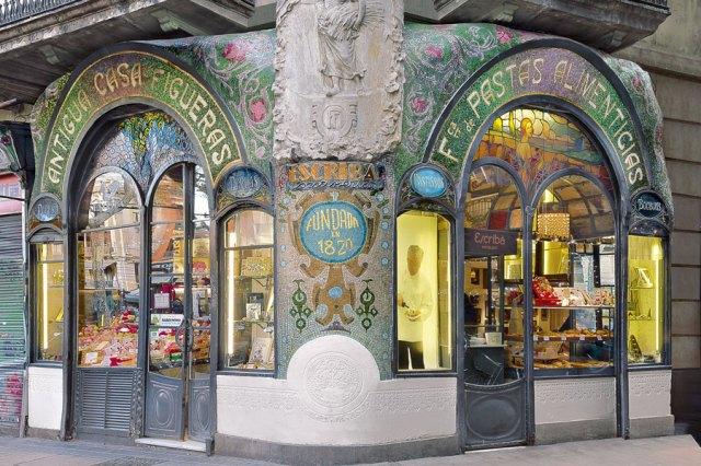 Fachada Antigua Casa Figueras Pastelería Escribá, en Barcelona