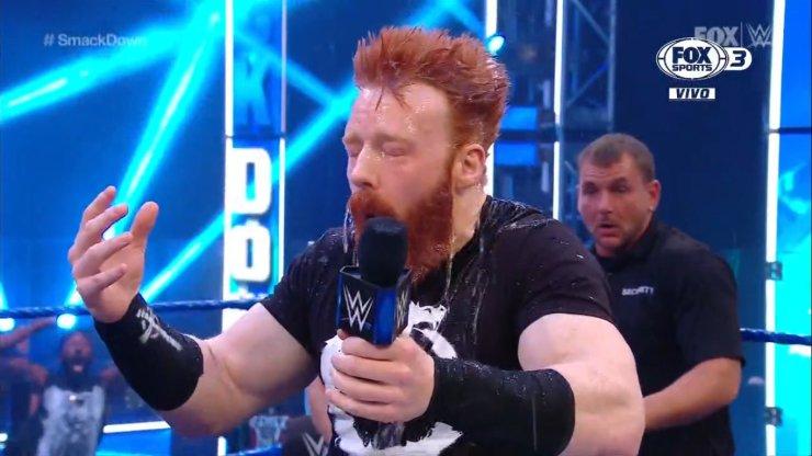 Sheamus bañado en orina tras burlarse de Jeff en este SmackDown.