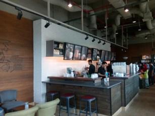 Furniture kayu khas Starbucks