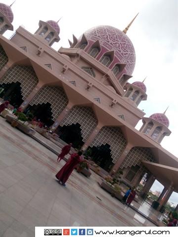 Taman di dalam Masjid Putra