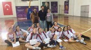 Lise kız takımımız Güre de yapılan yarı finallerden başarıyla döndü.