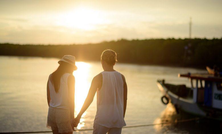 Že nekaj časa se razmerja in romance spreminjajo, sedaj imamo za ta nov trend tudi poimenovanje.