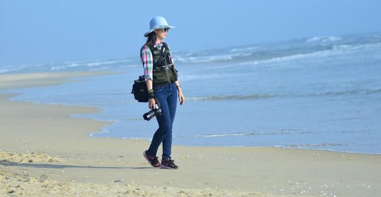 Novinarka na plaži