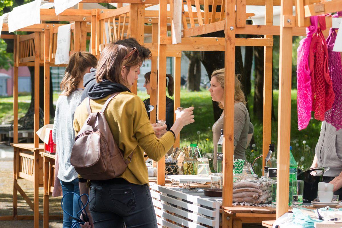 Obiskovalce Tržnice BREZ svinjarije je navdušila tudi žgana pijača Brodka