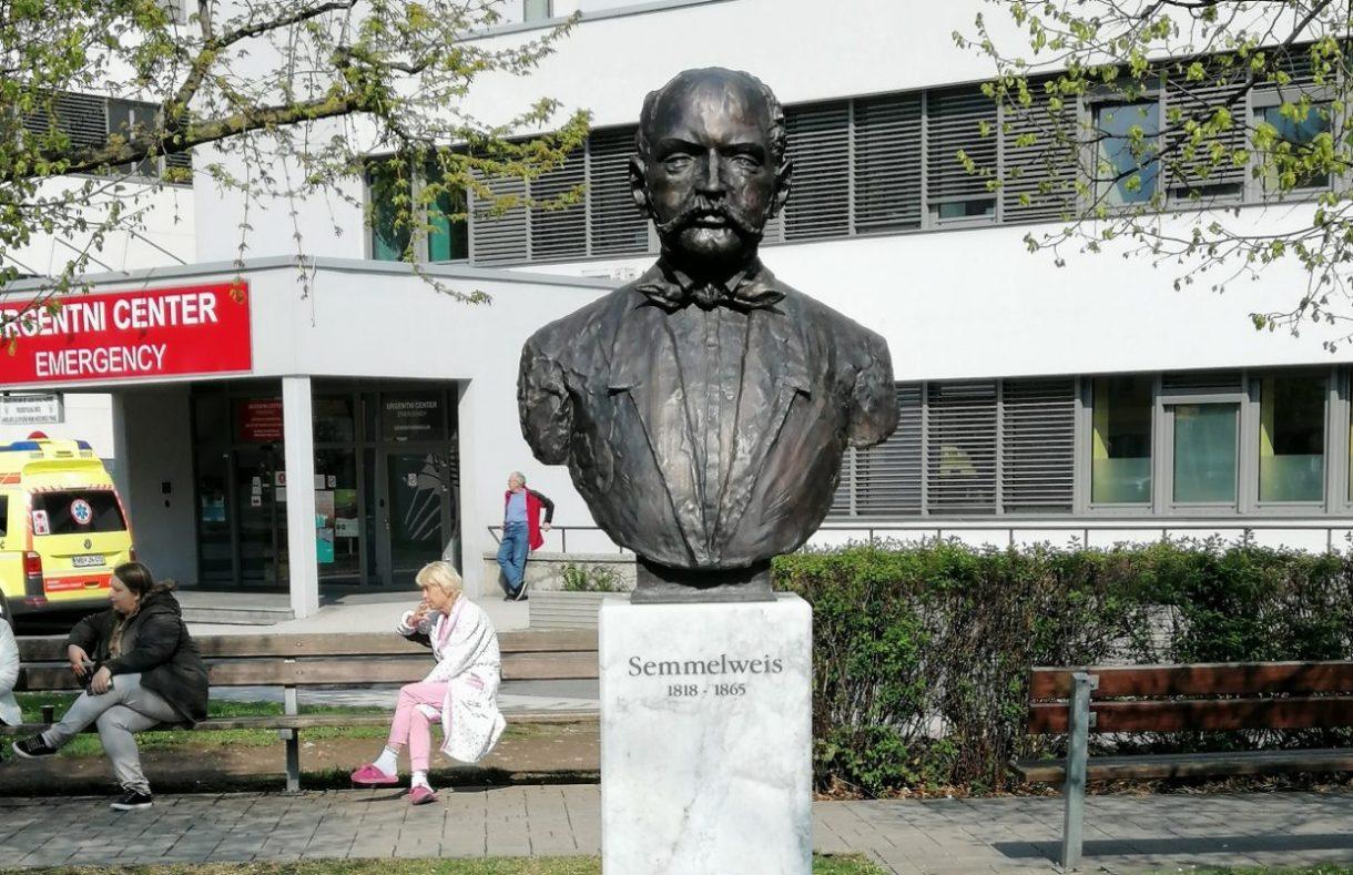Semmelweis je odkril kako pomembno je umivanje rok, da se ne prenašajo bakterije.