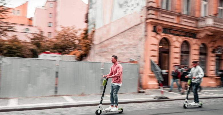 Električni skiroji, skiro, elektika,e-skiro, mobilnost, problematika, slabosti, Ljubljana, Slovenija, skirojev, Skiroji, kolesarji, infrastruktura
