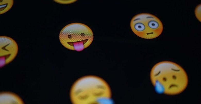 uporaba emojijev, zmenek, raziskava, raziskavi, emojije