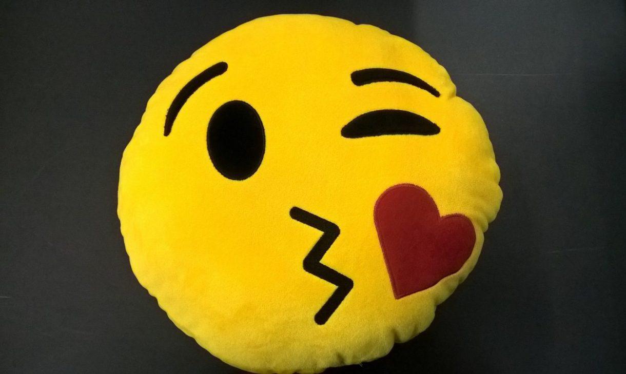 zmenek, raziskava, raziskavi, emojije, uporaba emojijev