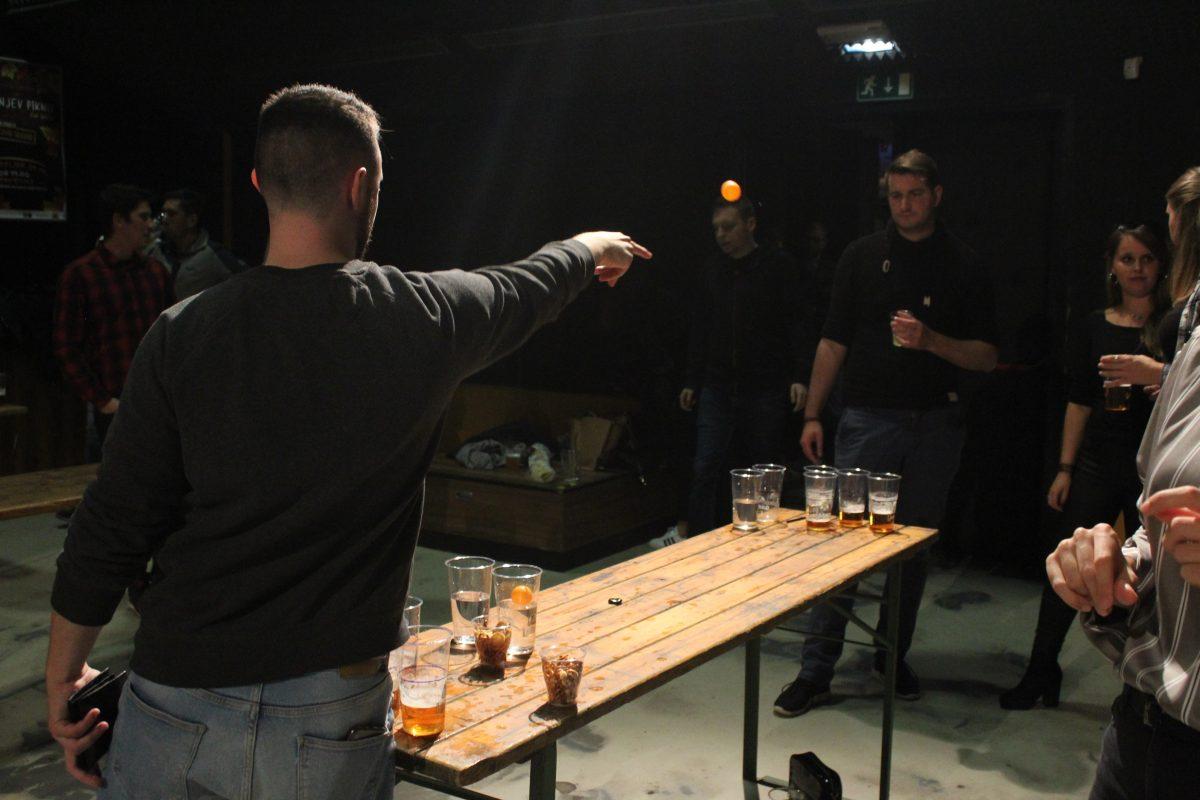 beer pong, dobrodelni beer pong turnir, dobrodelnost, brezdomci, ekipe, denar za brezdomce, pivske igre, donacije, leo klub maribor, leo klub, sodček piva, finale, dobrodelni klub, humanitarno društvo, pivo, pitje piva