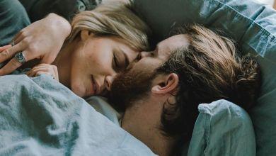 Photo of Kako lahko s partnerjem dosežeta skupne spalne navade?