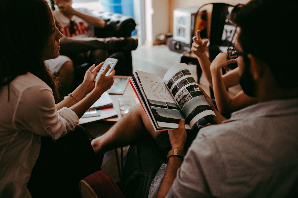 nadležne navade, nadležno, komuniciranje, uspešno komuniciranje, biti všečen, nadležno v pogovoru, nadležno med pogovarjanjem, sogovornik, hitro govorjenje, prehitro, kako biti všečen v pogovoru, dobra komunikacija, pogovori, govorjenje, popravljanje med pogovorom, kako dobiti prijatelje, prijateljstvo, dober poslušalec, do besede