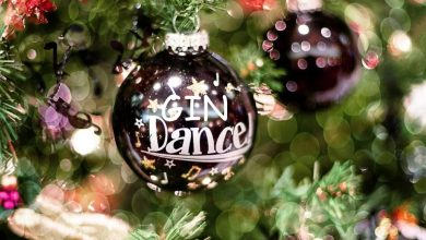 Photo of Na svoje božično drevo lahko obesiš kroglice z ginom